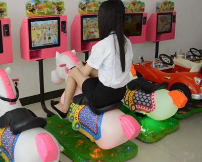 新款3D赛马摇摇车视频